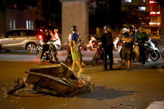 """""""Xe điên"""" gây tai nạn liên hoàn, kéo lê nhiều phương tiện trong đêm ảnh 3"""