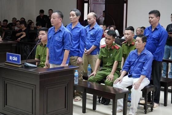 Trùm bảo kê chợ Long Biên cùng đàn em tiếp tục hầu tòa ảnh 1