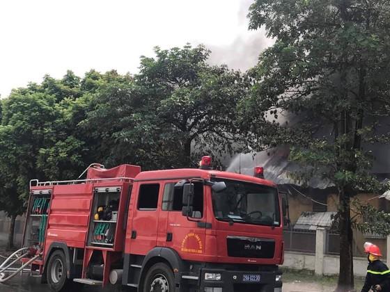 Cháy lớn tại nhà máy cạnh siêu thị Aeon Mall Long Biên ảnh 3