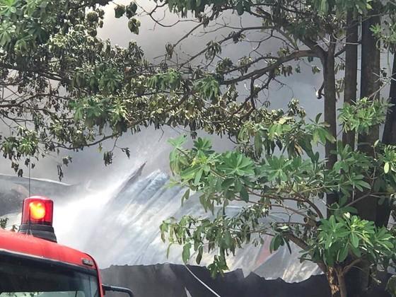 Cháy lớn tại nhà máy cạnh siêu thị Aeon Mall Long Biên ảnh 6