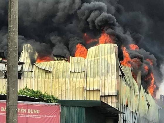 Cháy lớn tại nhà máy cạnh siêu thị Aeon Mall Long Biên ảnh 7