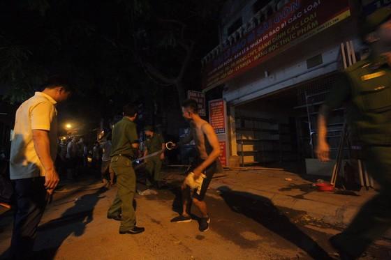 Đến 23 giờ 30, vụ cháy tại Công ty Bóng đèn phích nước Rạng Đông được khống chế ảnh 3
