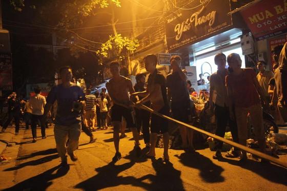 Đến 23 giờ 30, vụ cháy tại Công ty Bóng đèn phích nước Rạng Đông được khống chế ảnh 6