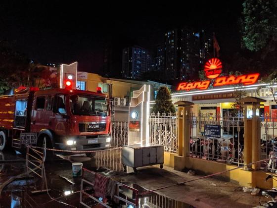 Đến 23 giờ 30, vụ cháy tại Công ty Bóng đèn phích nước Rạng Đông được khống chế ảnh 10