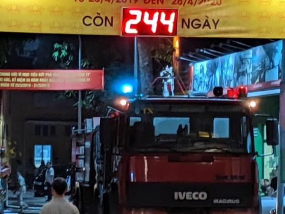 Đến 23 giờ 30, vụ cháy tại Công ty Bóng đèn phích nước Rạng Đông được khống chế ảnh 11