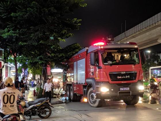 Đến 23 giờ 30, vụ cháy tại Công ty Bóng đèn phích nước Rạng Đông được khống chế ảnh 7