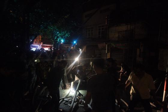 Đến 23 giờ 30, vụ cháy tại Công ty Bóng đèn phích nước Rạng Đông được khống chế ảnh 5