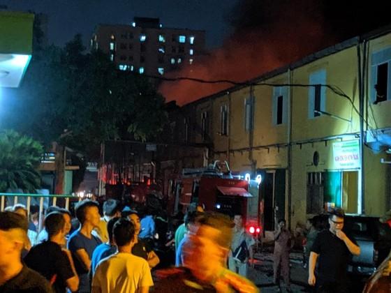 Đến 23 giờ 30, vụ cháy tại Công ty Bóng đèn phích nước Rạng Đông được khống chế ảnh 13