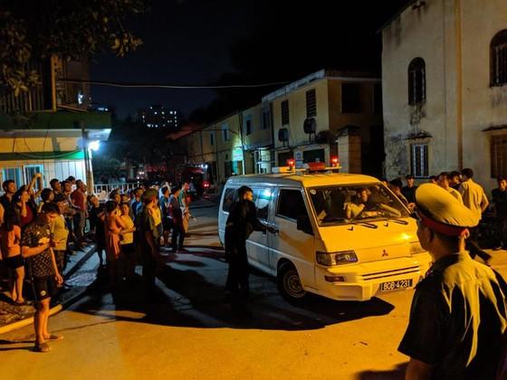 Đến 23 giờ 30, vụ cháy tại Công ty Bóng đèn phích nước Rạng Đông được khống chế ảnh 15