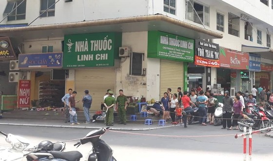 Sau tiếng nổ lớn, người đàn ông nằm gục dưới chân chung cư HH Linh Đàm ảnh 3