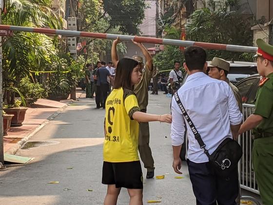 Hà Nội: Án mạng kinh hoàng sáng sớm, ít nhất hai nữ sinh thiệt mạng ảnh 4