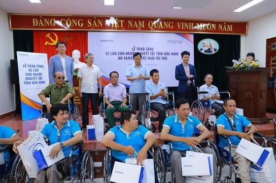 Tặng 220 xe lăn cho người khuyết tật ảnh 1