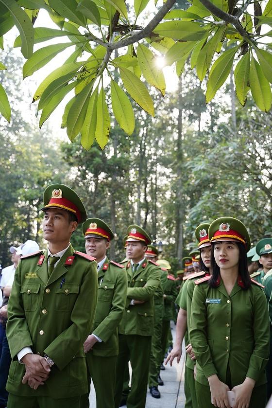 """Phủ xanh 2.000 cây Thông Mã Vĩ trên đồi cây """"Dâng Bác – Ơn Thầy"""" ảnh 5"""