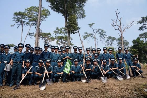 """Phủ xanh 2.000 cây Thông Mã Vĩ trên đồi cây """"Dâng Bác – Ơn Thầy"""" ảnh 19"""