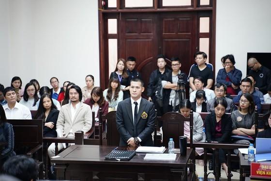 Đạo diễn Việt Tú và Công ty Tuần Châu tiếp tục dắt nhau ra tòa ảnh 1