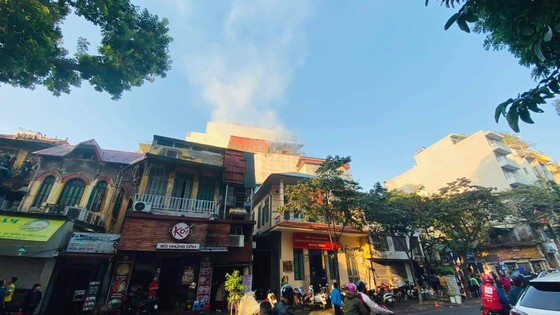 Cháy lớn tại quán karaoke trên phố Thi Sách ảnh 4