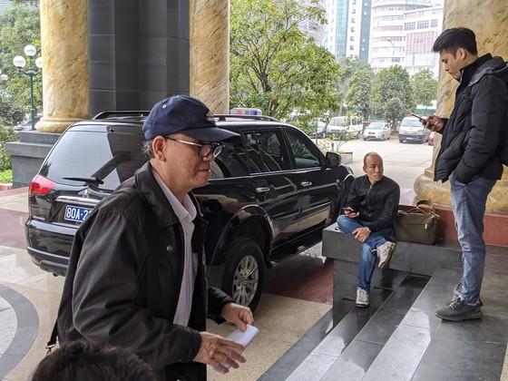 Cựu Chủ tịch UBND TP Đà Nẵng bình thản đến tòa ảnh 2