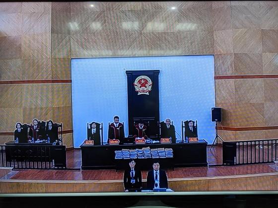 Cựu Chủ tịch UBND TP Đà Nẵng bình thản đến tòa ảnh 3