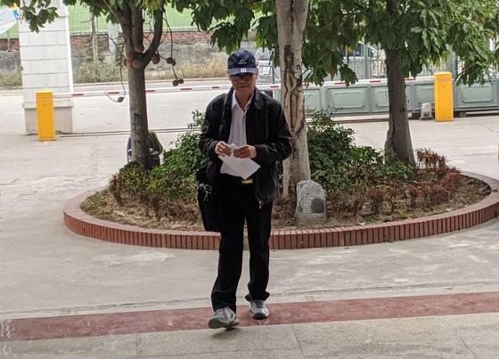 Cựu Chủ tịch UBND TP Đà Nẵng bình thản đến tòa ảnh 1
