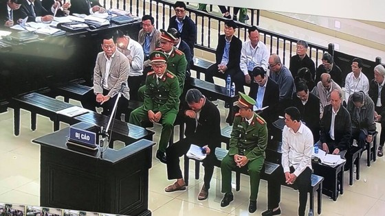 Cựu Phó Chánh Văn phòng UBND TP Đà Nẵng bị sốc khi nghe mức án ảnh 1