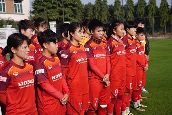 Hội Nhà báo TPHCM trao 400 triệu đồng cho Đội tuyển nữ Việt Nam ảnh 3