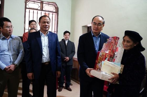 Đồng chí Nguyễn Thiện Nhân thăm và tặng quà tại tỉnh Bắc Kạn nhân dịp Xuân Canh Tý ảnh 7