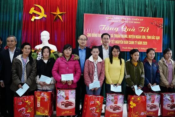 Đồng chí Nguyễn Thiện Nhân thăm và tặng quà tại tỉnh Bắc Kạn nhân dịp Xuân Canh Tý ảnh 10