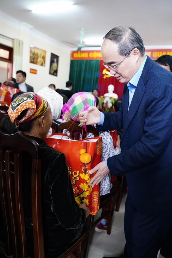 Đồng chí Nguyễn Thiện Nhân thăm và tặng quà tại tỉnh Bắc Kạn nhân dịp Xuân Canh Tý ảnh 11