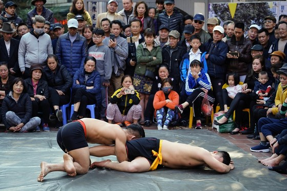 Thanh niên đọ sức tại lễ hội vật làng Mai Động ảnh 6
