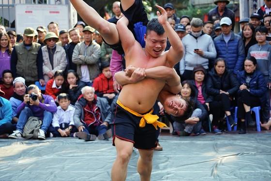 Thanh niên đọ sức tại lễ hội vật làng Mai Động ảnh 10