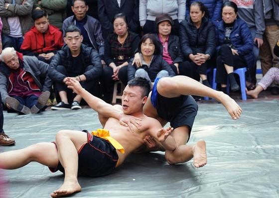 Thanh niên đọ sức tại lễ hội vật làng Mai Động ảnh 8