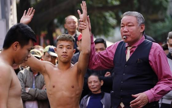 Thanh niên đọ sức tại lễ hội vật làng Mai Động ảnh 13