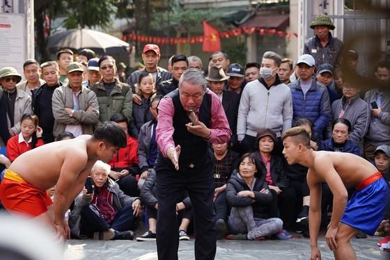 Thanh niên đọ sức tại lễ hội vật làng Mai Động ảnh 2