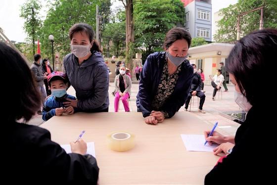 Thêm điểm phát gạo miễn phí cho người khó khăn ở Hà Nội ảnh 10