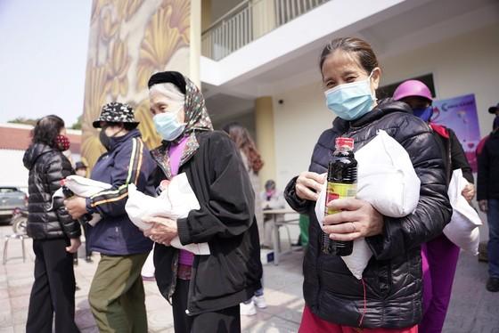 Thêm điểm phát gạo miễn phí cho người khó khăn ở Hà Nội ảnh 14