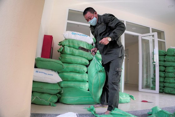 Thêm điểm phát gạo miễn phí cho người khó khăn ở Hà Nội ảnh 12