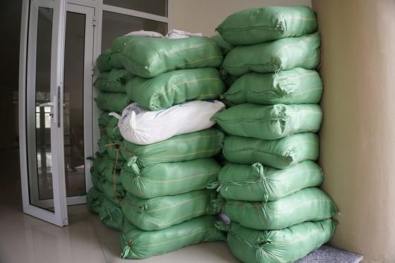 Thêm điểm phát gạo miễn phí cho người khó khăn ở Hà Nội ảnh 13