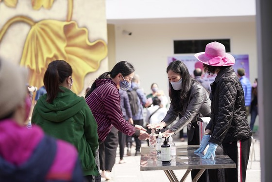 Thêm điểm phát gạo miễn phí cho người khó khăn ở Hà Nội ảnh 2