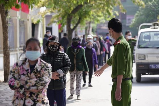 Thêm điểm phát gạo miễn phí cho người khó khăn ở Hà Nội ảnh 5