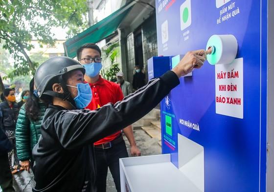 Thêm cây 'ATM thực phẩm miễn phí' cho người khó khăn tại Hà Nội ảnh 8