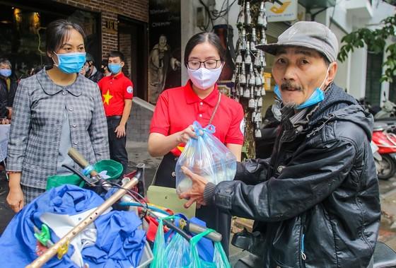 Thêm cây 'ATM thực phẩm miễn phí' cho người khó khăn tại Hà Nội ảnh 4