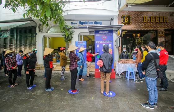 Thêm cây 'ATM thực phẩm miễn phí' cho người khó khăn tại Hà Nội ảnh 3