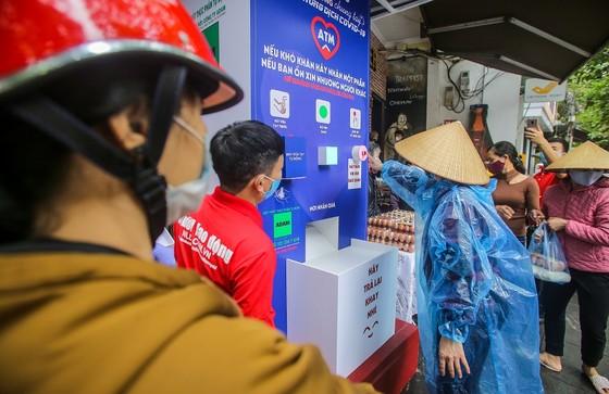Thêm cây 'ATM thực phẩm miễn phí' cho người khó khăn tại Hà Nội ảnh 5