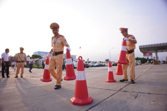 CSGT huy động tối đa lực lượng kiểm tra các phương tiện giao thông cơ giới đường bộ ảnh 6