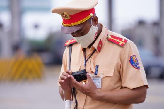 CSGT huy động tối đa lực lượng kiểm tra các phương tiện giao thông cơ giới đường bộ ảnh 11