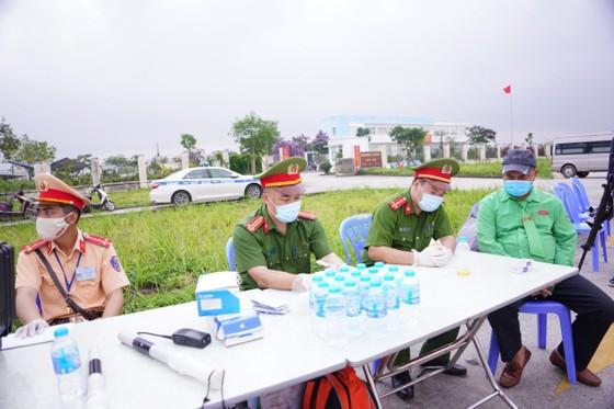 CSGT huy động tối đa lực lượng kiểm tra các phương tiện giao thông cơ giới đường bộ ảnh 9