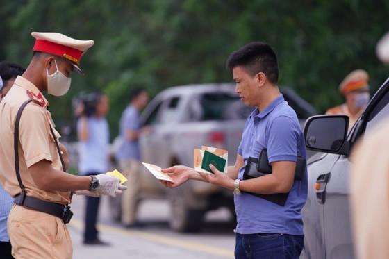 CSGT huy động tối đa lực lượng kiểm tra các phương tiện giao thông cơ giới đường bộ ảnh 14