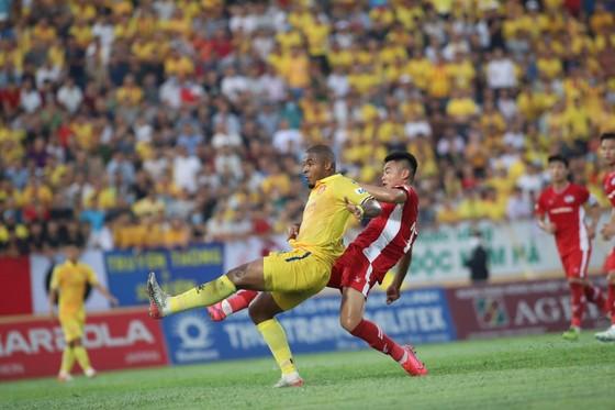 Nam Định bị trừng phạt với tấm thẻ đỏ, thất thủ trước Viettel ảnh 5