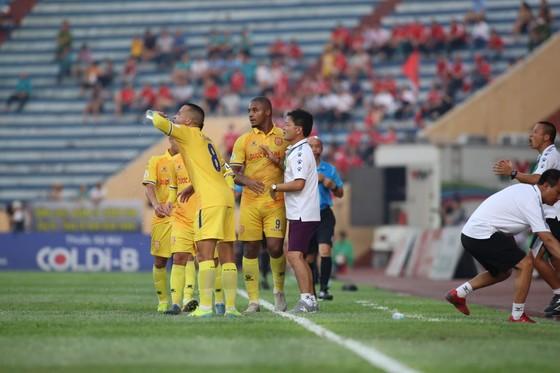 Nam Định bị trừng phạt với tấm thẻ đỏ, thất thủ trước Viettel ảnh 3