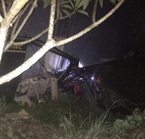 Xe container đè xe khách, 3 người tử vong tại chỗ ảnh 1